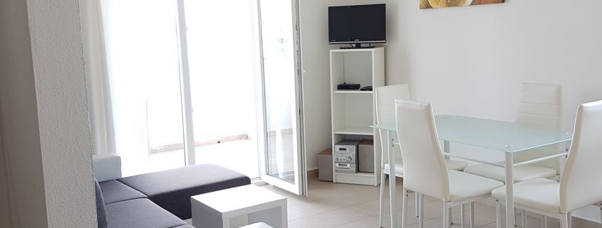 iro i ferienwhnung mit meerblick betina levant. Black Bedroom Furniture Sets. Home Design Ideas